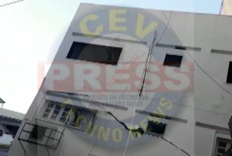 Five Story Building Collapsed In Ahmedabad In Aftermath Of Cyclone Taute – अहमदाबाद: 'ताउते' तूफान के कहर के बाद गिरी पांच मंजिला इमारत, बाल-बाल बचे लोग